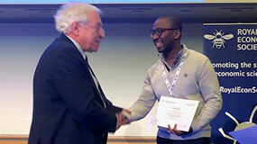 Professor Ismael Mourifié (right) receives the Denis Sargan Econometrics Prize